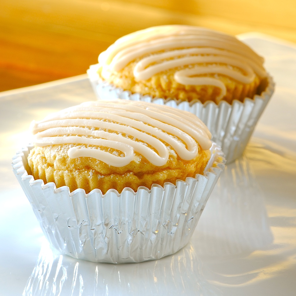 JULES FOOD...: Low cal.-Low Fat, Moist Delicious Cupcakes...too easy