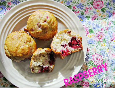 Classic Raspberry Muffins | It's Always Ruetten | #raspberries #bisquick