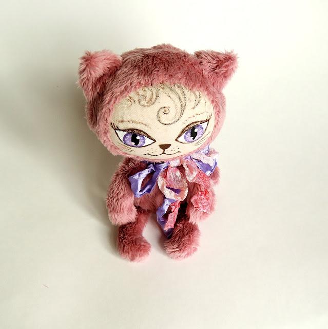 игрушечный котик