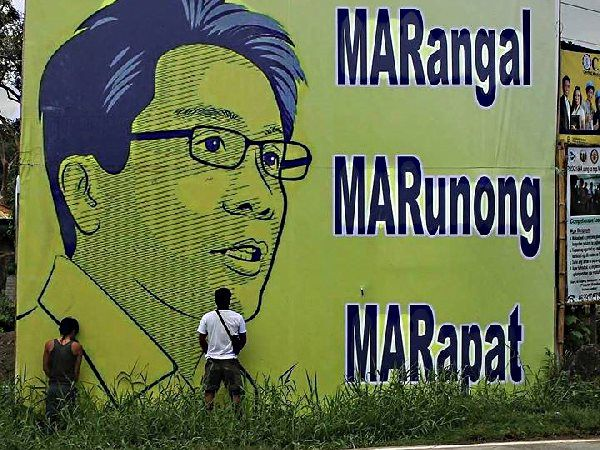 Mar Roxas billboard photo goes viral; find out why
