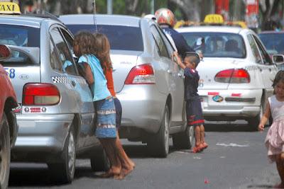 Niños mendigos turismo responsable sostenible