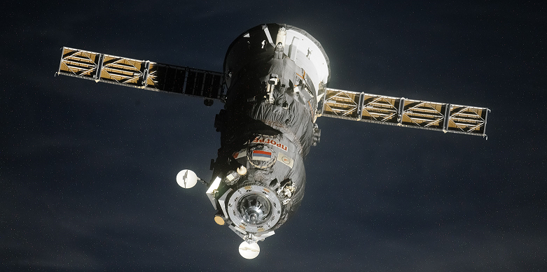 Russian Progress spacecraft undocks from the ISS on July 21, 2014. Credit: artemjew.ru