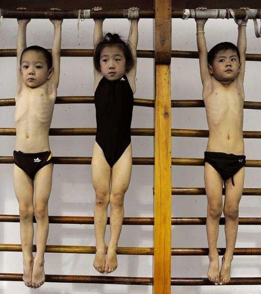 الصين وكيفية صناعة الأبطال الألومبيين China-gymnasium-Olympic-children-33