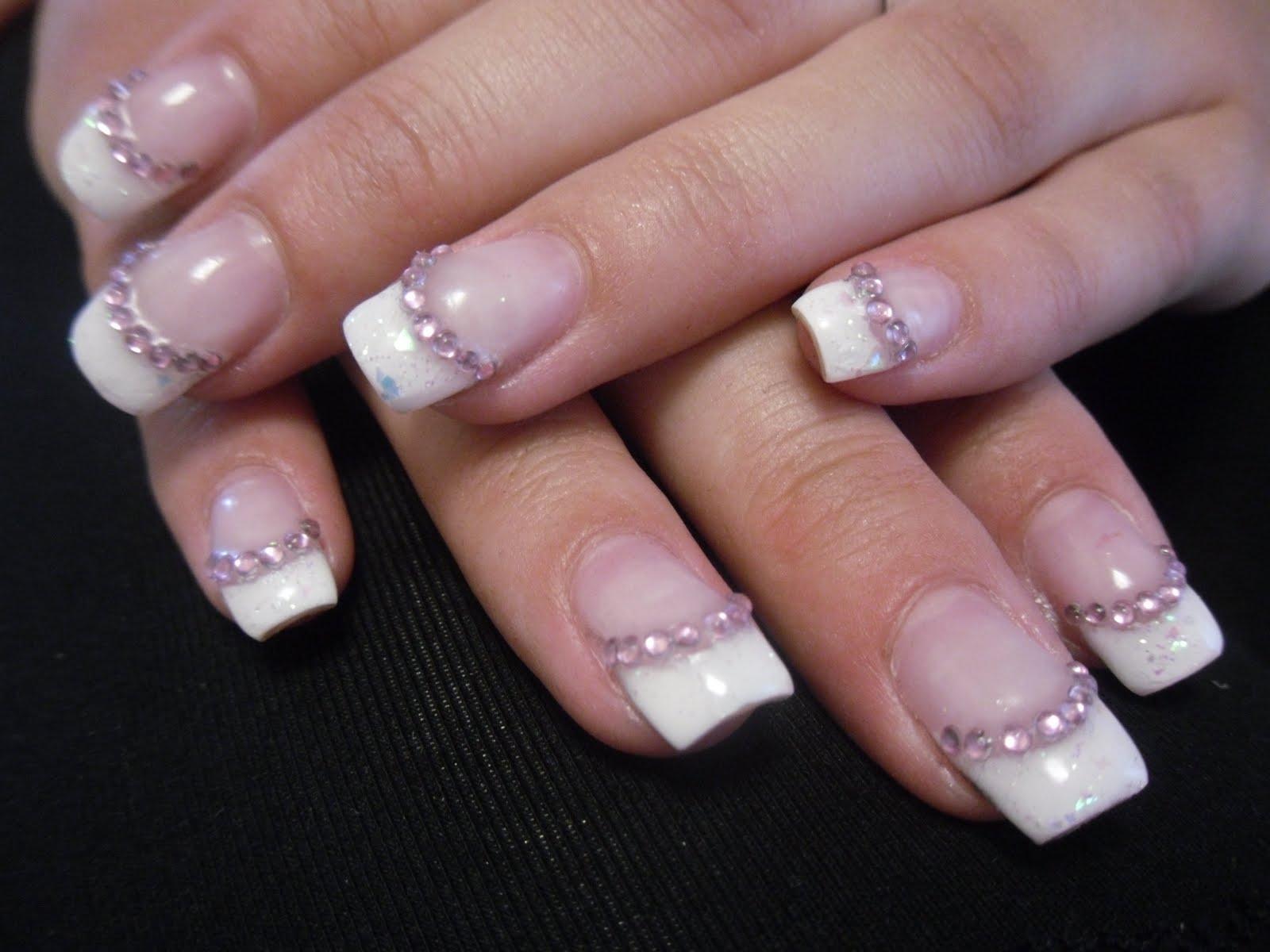 naglar med pärlor