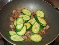 Simple Chinese beef recipe stir fry with cucumber