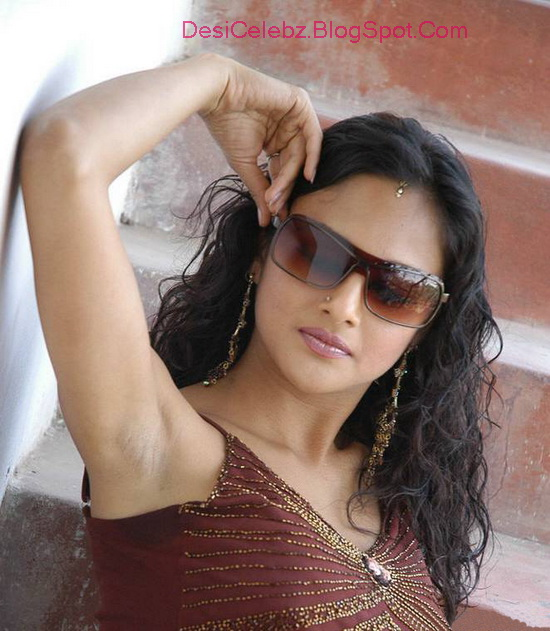 Astha Singhal sexy arm pit show