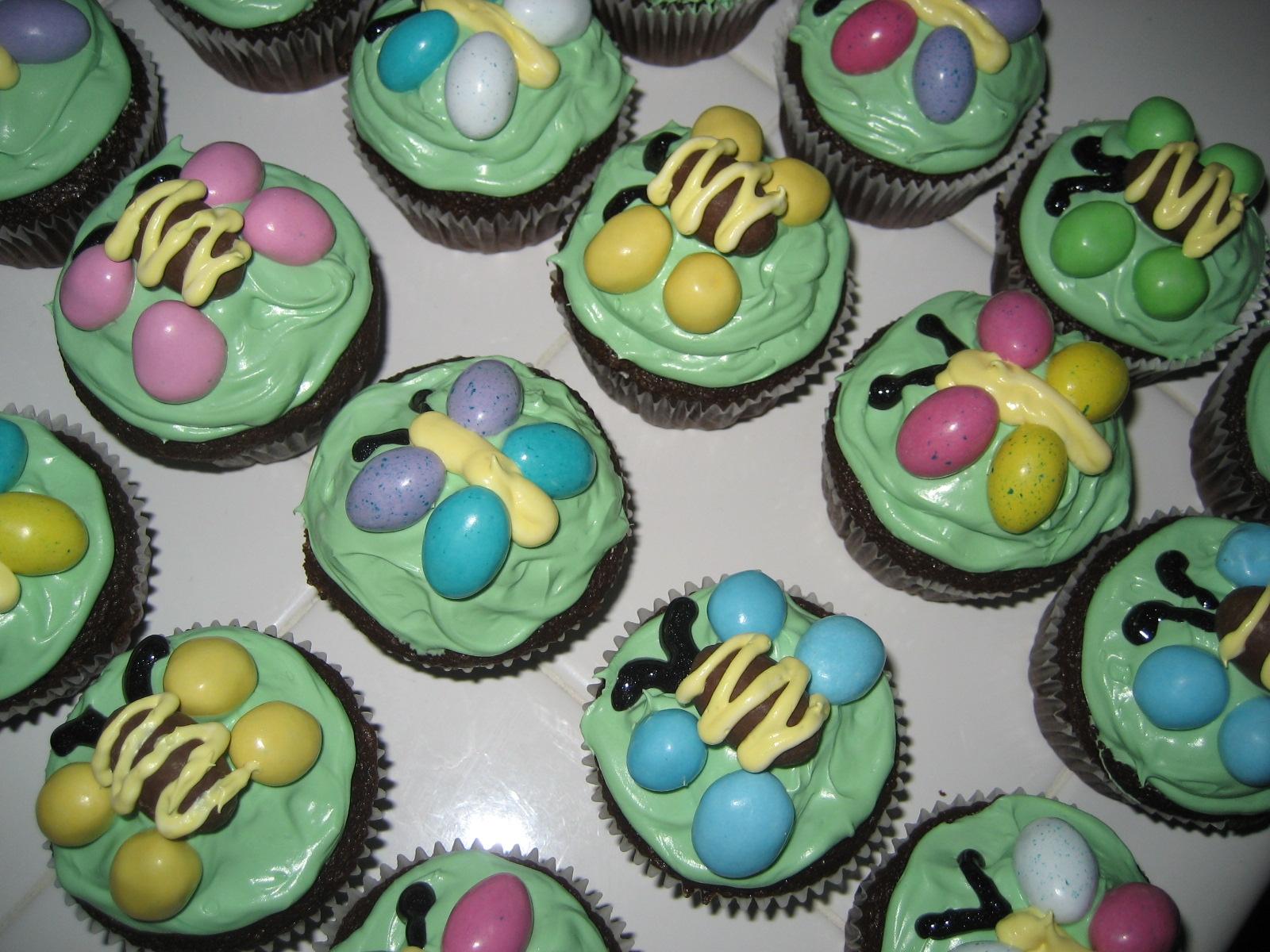 HECK FRIDAYS Yummy Recipe Flutter Bug Cupcakes - Bug cupcake decorating ideas
