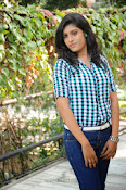 Liza reddy glam pix in jeans-thumbnail-11