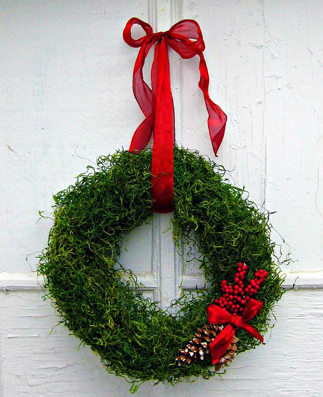 My *PINK* Life: Christmas Decorating Idea {Moss Wreath}