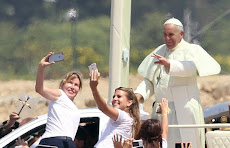 """IN ENGLISH: """"Latin America still owes a debt to the poor,"""" says pope on Ecuador visit"""