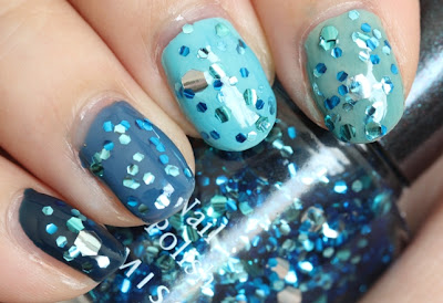 Etude House green-blue ombre nails with the Missha The Style nail polish Gem Stone - Aquamarine on top.