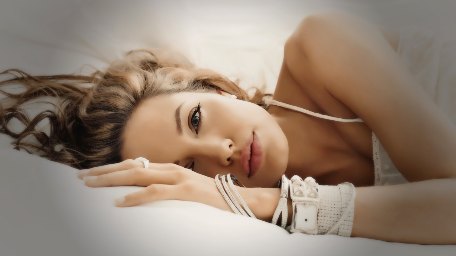 Hollywood Actress Angelina Jolie sleeping in bedroom photos