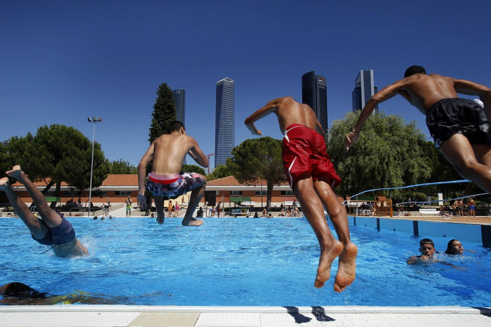 Uah sucedi en madrid for Cuando abren las piscinas en madrid