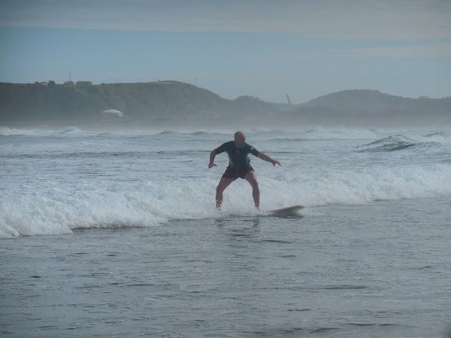 jeroen-at-salinas-beach-las-dunas-surfcamp-hostel-spain-surf-trip-2015-atlantic-ocean-spaander-sealiberty-cruising