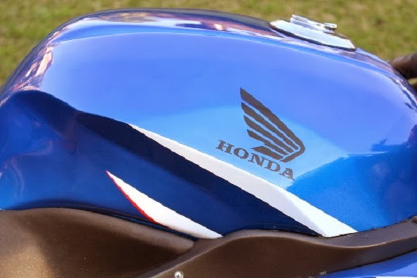 Modifikasi Honda Megapro Bergaya SuperBike tangki