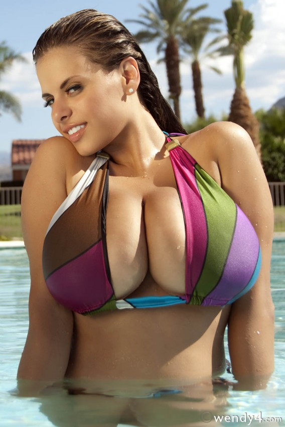 She's SuperSexy! Sexiest bikini pics ever name