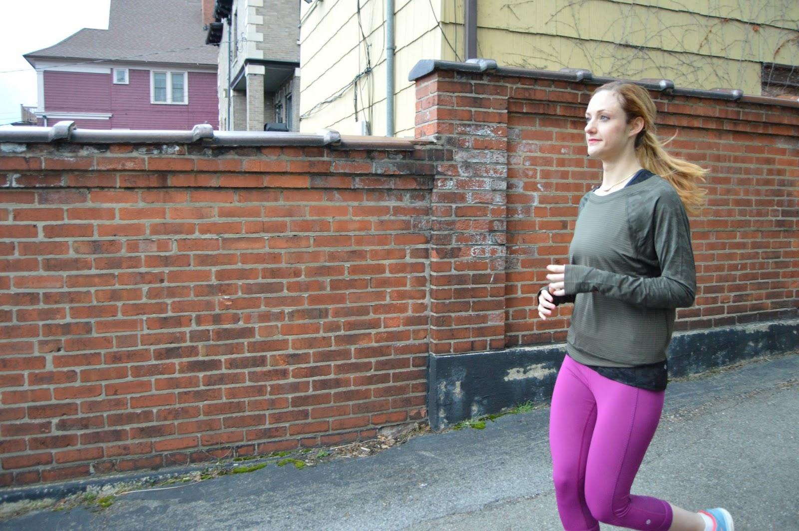 lululemon-run-for-days-longsleeve-crop