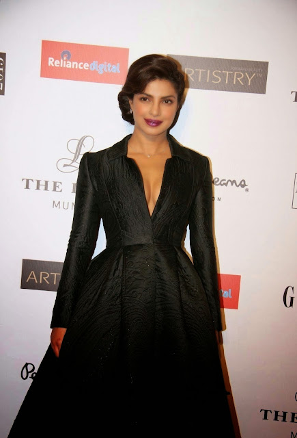 Priyanka Chopra Super Sexy Cleavage Show In Black Dress At Grazia Young Fashion Awards 2015 Red Carpet At Leela Hotel