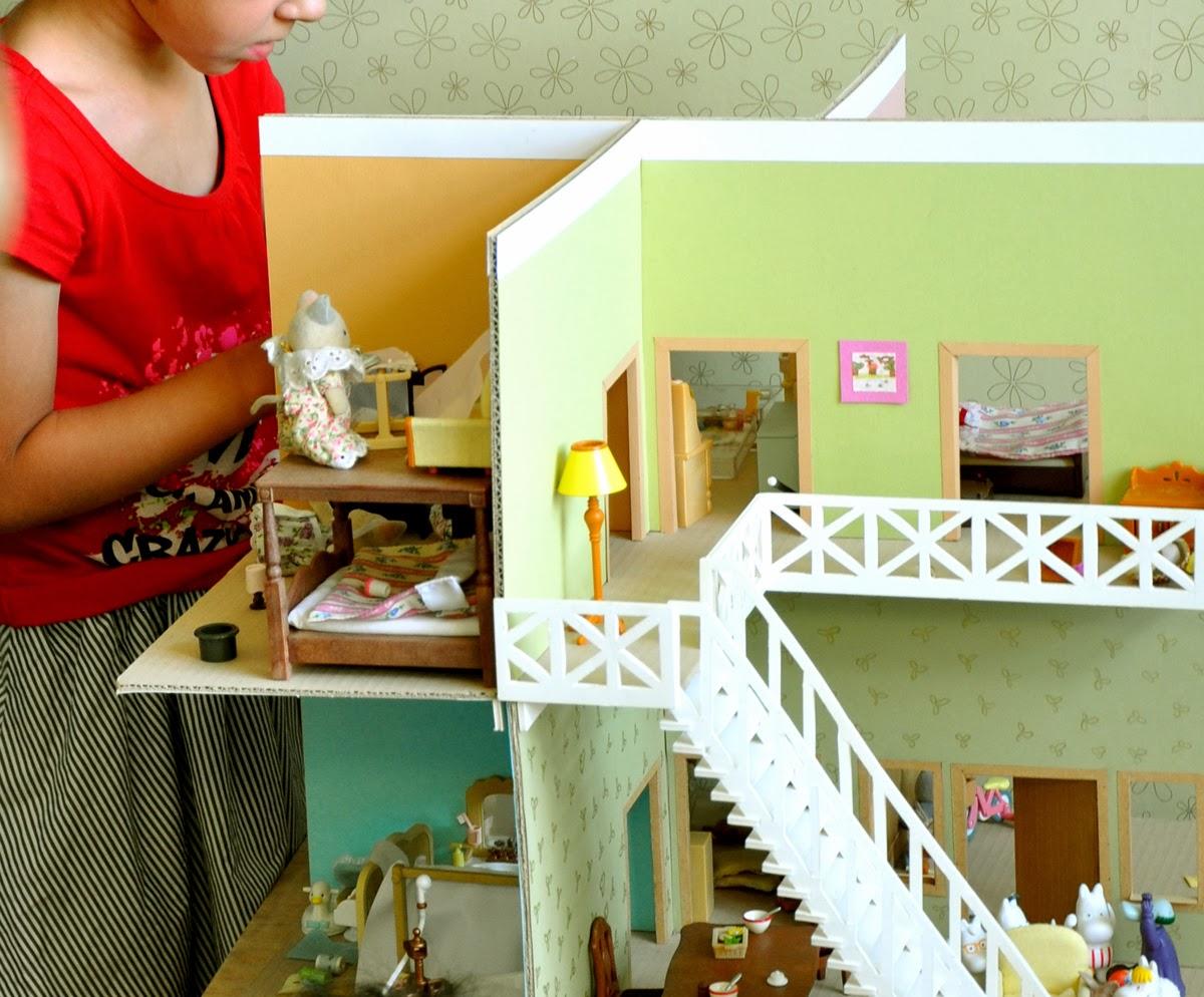 Как сделать домик для кукол 1 своими руками