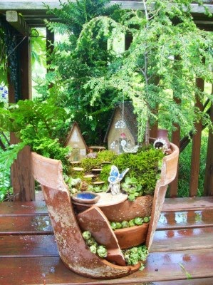 عمل تجميل للاواني المكسورة broken-pot-fairy-garden-7-299x400.jpg