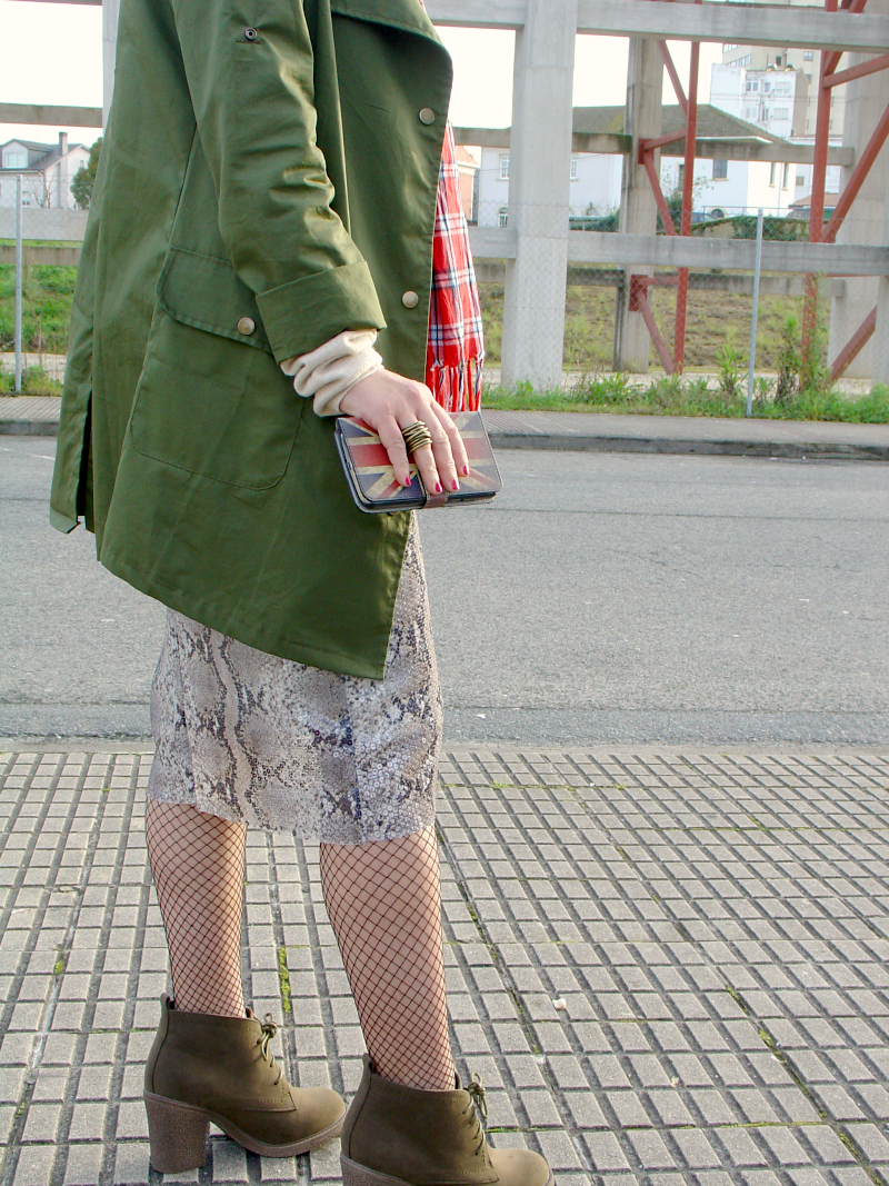 OOTD Eclectic: military, tartan, sequins and snake print. Visit www.forarealwoman.com  #moda #fashion #blogger