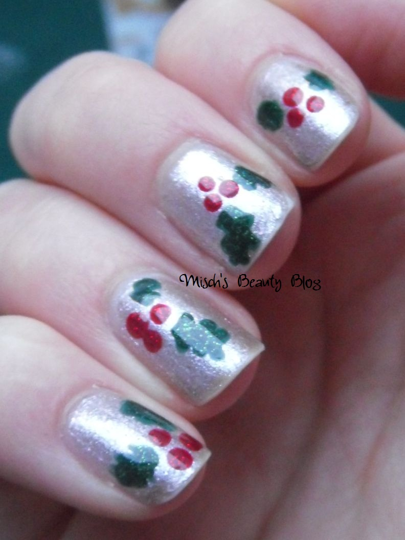 Mischs Beauty Blog Notd December 20th Holly Nail Art