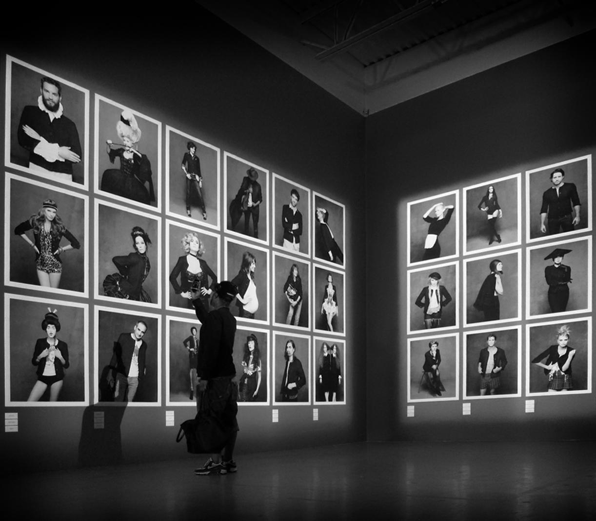 http://3.bp.blogspot.com/-ni7JDeC6-Rk/UJ5nrVzIsSI/AAAAAAAABjs/VrkTdOGVnVE/s1600/Karl-Lagerfeld-Roitfeld-Channel-black-jacket.jpg