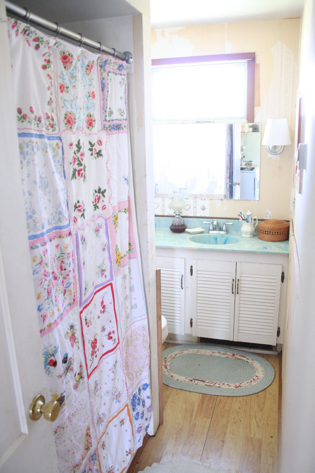 Vintage shower curtains -  Someday When The Thought Of Wallpapering Doesn T Make Me Sweat And Hide In The Corner I Will Wallpaper This Bathroom Maybe