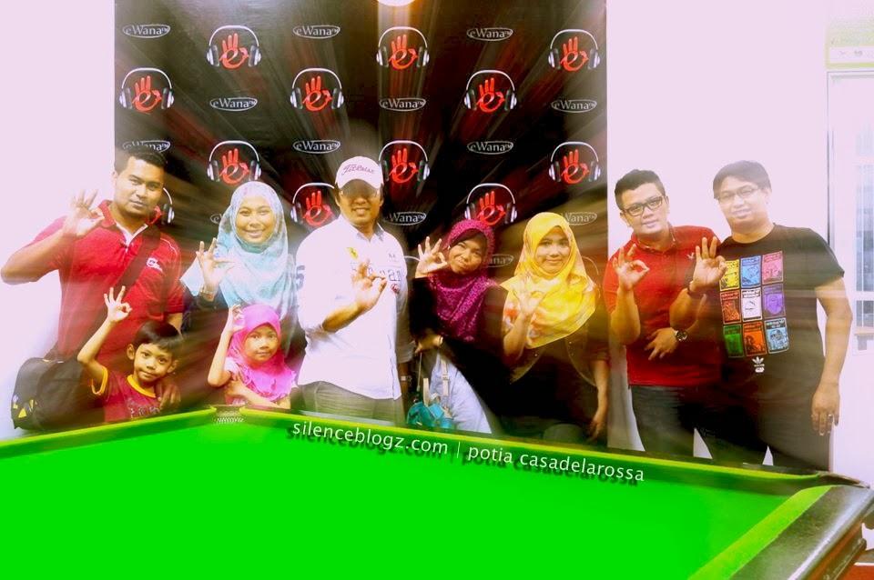 Gambar kenangan bersama Sahabat Media dan Warga Ewana FM