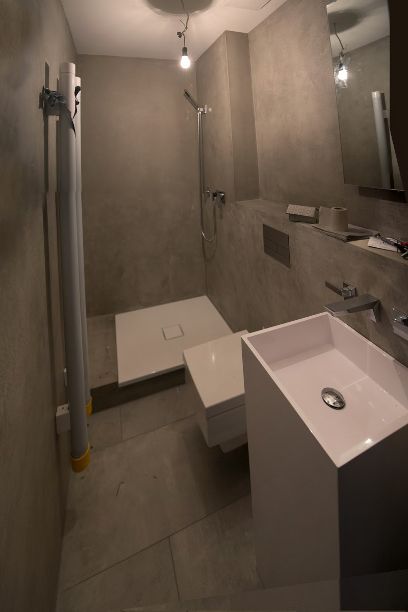 beton cire oberfl chen in beton look beton cire bad w nde in betonoptik fugenlose dusche. Black Bedroom Furniture Sets. Home Design Ideas