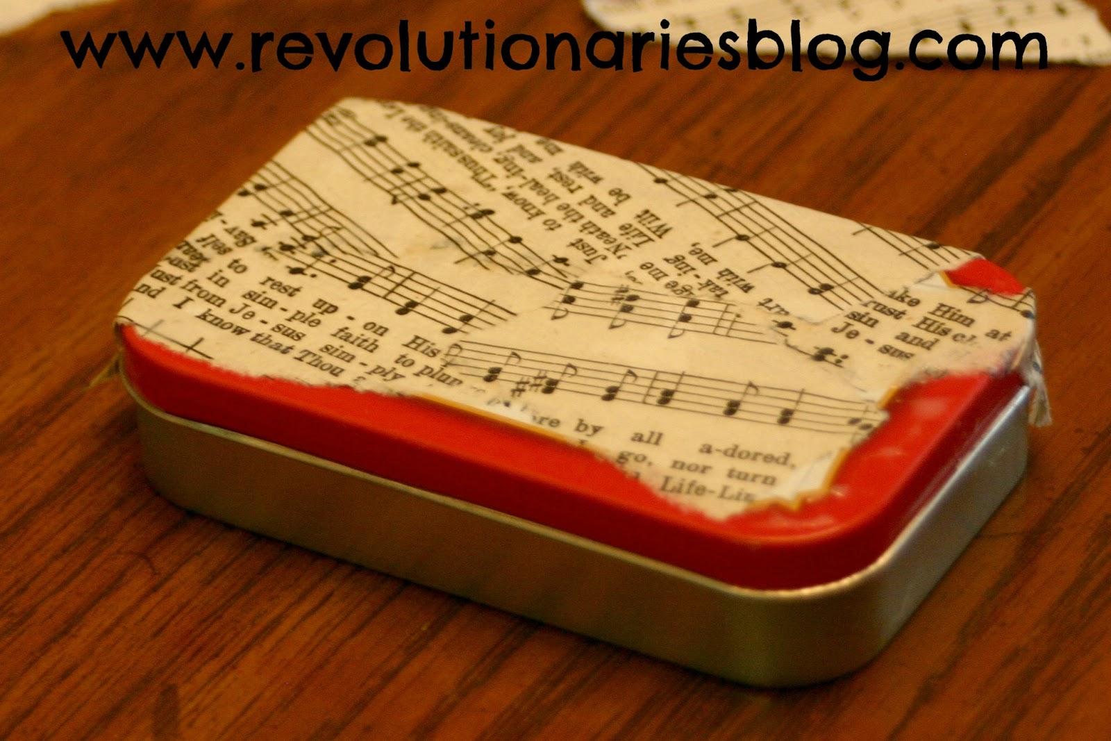 http://3.bp.blogspot.com/-nicCgPU4TfE/UI7KhoEQmoI/AAAAAAAABko/Q5o8nPvs2Qc/s1600/glue-sheet-music-to-altoids-tin.jpg