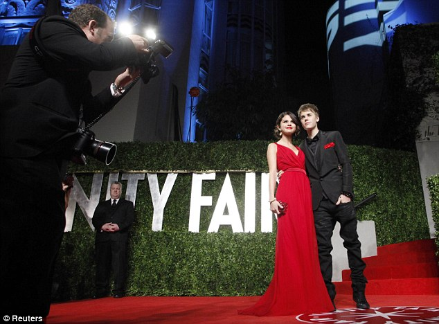 selena gomez and justin bieber vanity fair party. Gomez and Bieber were first