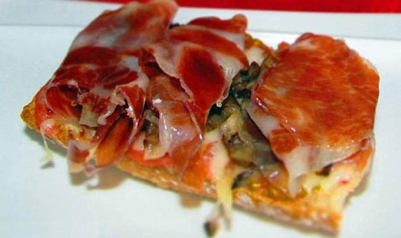 Tosta De Jamon Iberico Con Champiñones Y Queso