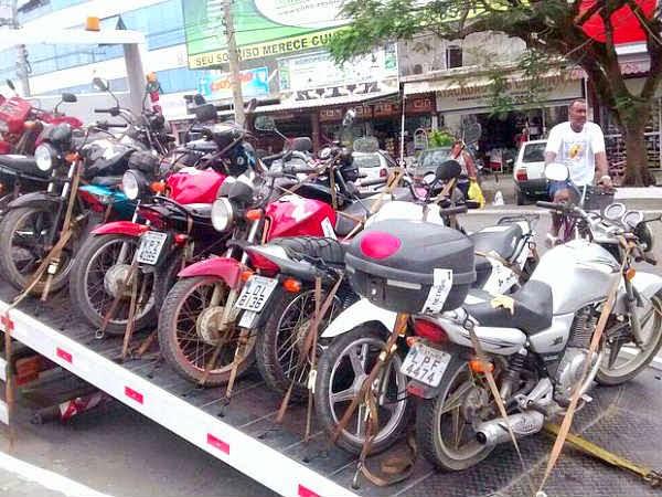 na Região dos Lagos Polícia Militar leva 174 veículos e 3 detidos em operação