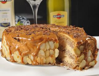 Orzechowy tort kajmakowy