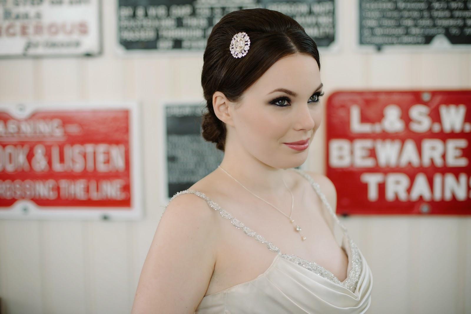 small wedding hair comb, small wedding hairpiece, small wedding hair comb,
