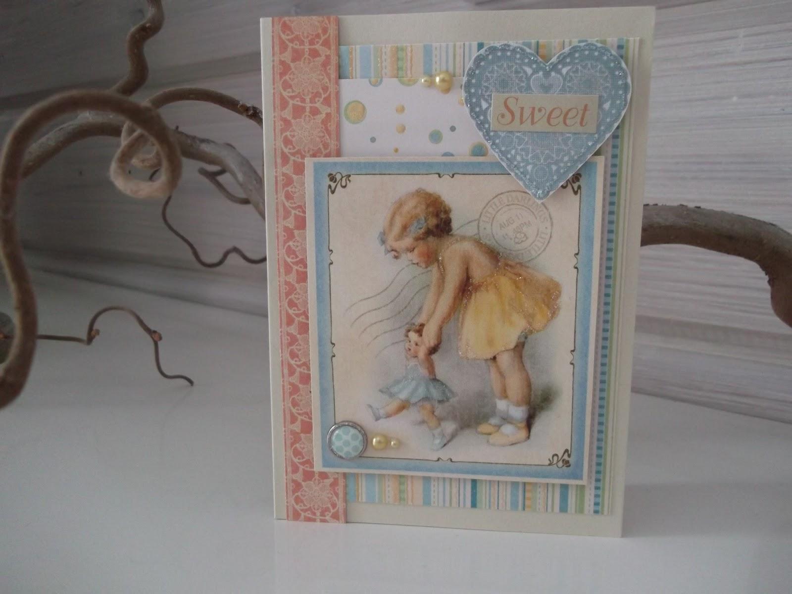 onnittelukortti tytölle, tekstinä sweet, kuvassa tyttö taluttaa nukkea