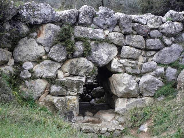 Μυκηναϊκό γεφύρι Καζάρμας στην Πελοπόννησο