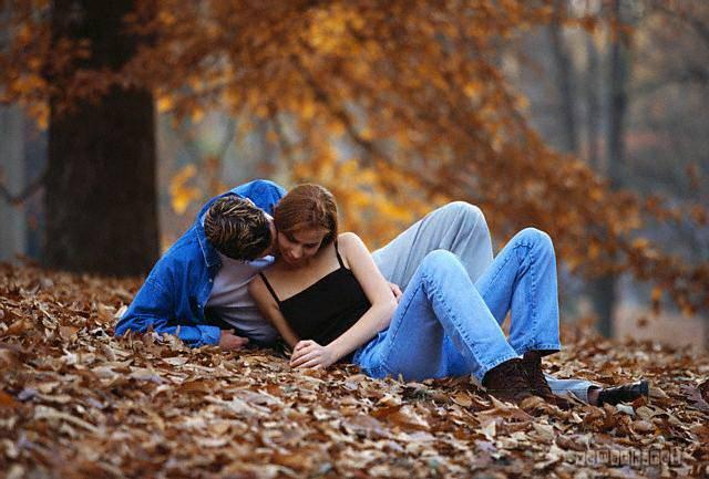 Ảnh tình yêu lãng mạn - 2 người hôn nhau
