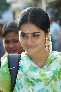 Porrna tamil Beauty in Saree Cute homely Poorna