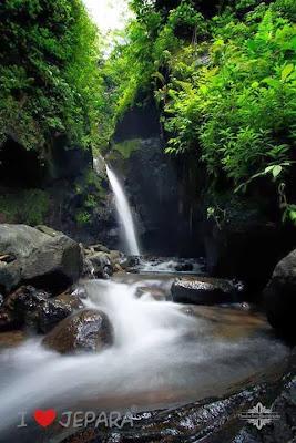Air terjun Suroloyo, di desa Bungu, Mayong, Jepara