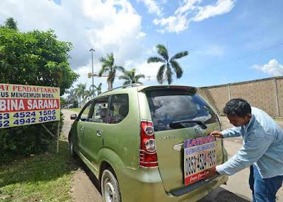 KURSUS MOBIL : Bisnis kursus mengemudi mobil ini cukup menjanjikan di Kota Pontianak.  MEIDY KHADAFI/PONTIANAK POST