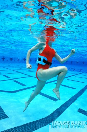 Eat run read the best pool running aqua jogging workouts for Swimming pool exercises for buttocks