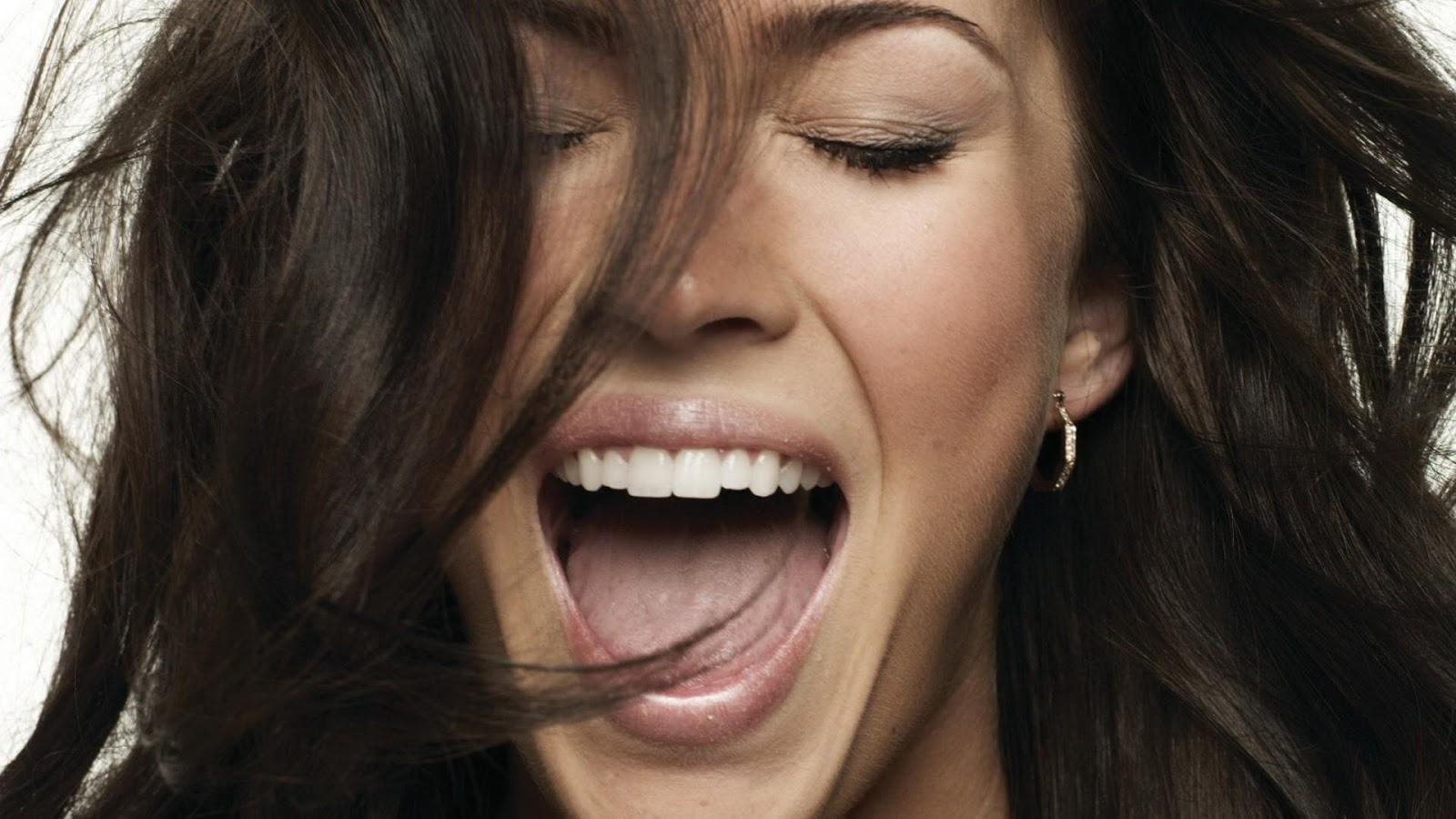 Megan Fox Shouting in Happy Mood 10
