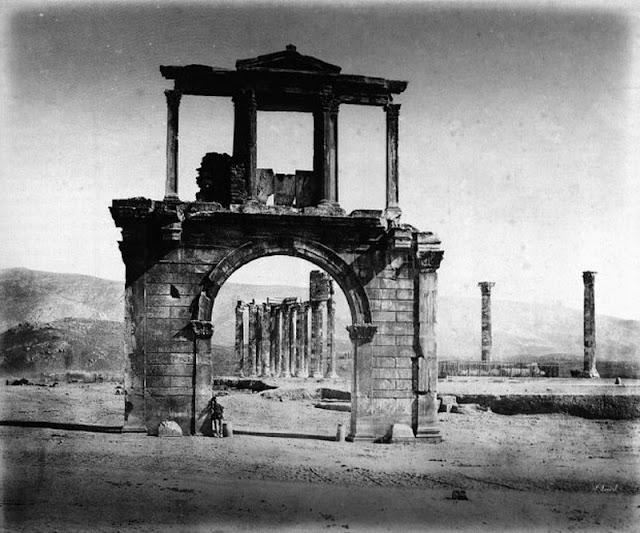 παλιά Αθήνα-παλιές φωτογραφίες της Αθήνας-Αθήνα–Πύλη Αδριανού–Ναός Ολυμπίου Διός-λόγια απλά