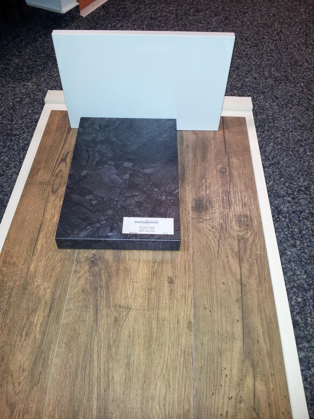 pebbles und bambam bauen ein haus fliesen und k che. Black Bedroom Furniture Sets. Home Design Ideas