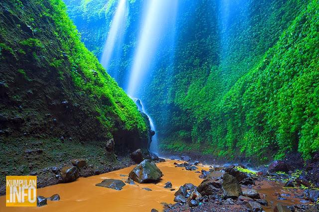 Keindahan Air Terjun Madakaripura