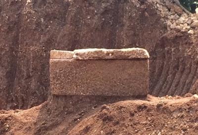Sarcófagos romanos são encontrados na histórica cidade libanesa de Byblos