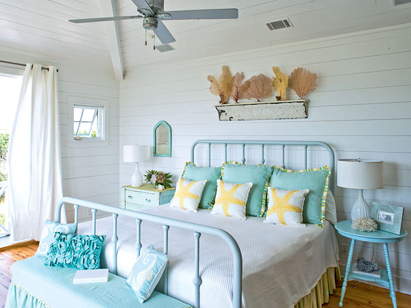 Home decor idea home decoration for beach bedroom decorating for Beach cottage style decor