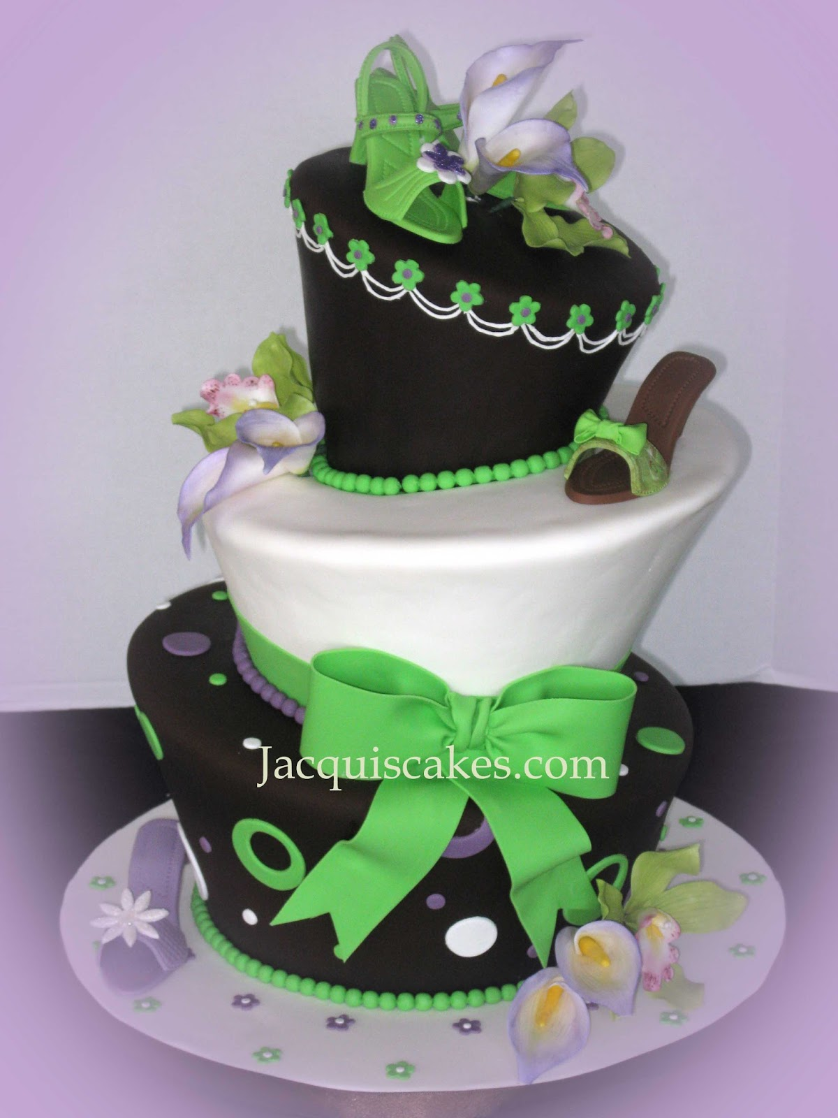 Wedding Cakes That Appear To Be Topsy Turvey